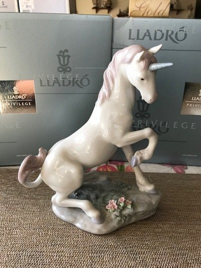 Beautiful Lladro Porcelain Privilege Collection Figurine