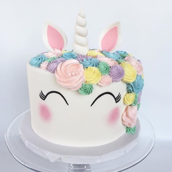 We Finally Stopped Squealing Over How Cute This Unicorn Cake Was