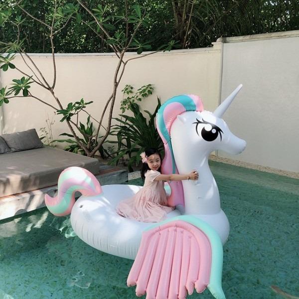 250cm Giant Rainbow Unicorn Pool Float Newest Pegasus Women Ride