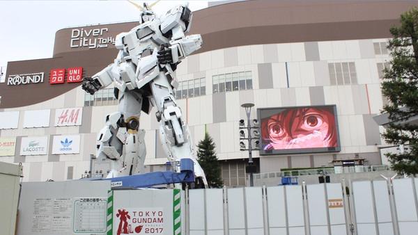 A Closer Look At The Unicorn Gundam In Odaiba