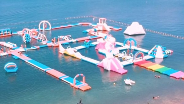 Inflatable Island In The Philippines Is A Unicorn