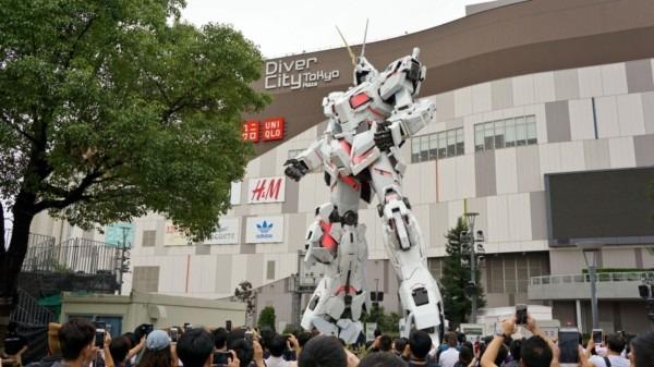 Unicorn Gundam In Odaiba Makes A Big Impression On Anime Fans