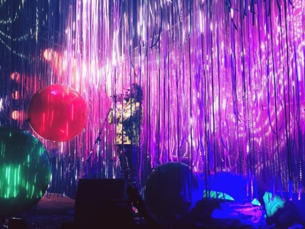 """Watch The Flaming Lips Debut New Song """"there Should Be Unicorns"""
