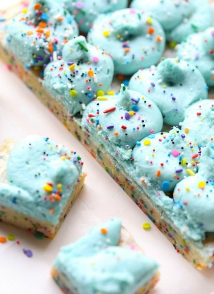 12 Easy Unicorn Party Treats That Don't Require Magical Kitchen
