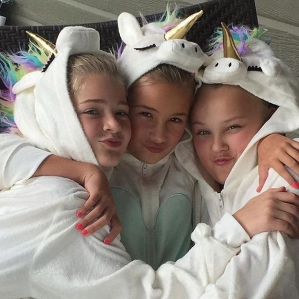 Jojo With Her Friends At A Sleepover Yesterday! I Want One Of