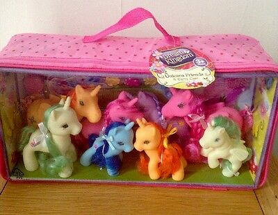 New Dream Kingdom 8 Unicorn Pony Friends & Carry Case Toys