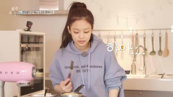 Unicorns And Rainbows Hoodie Worn By Jennie Kim As Seen In 블핑