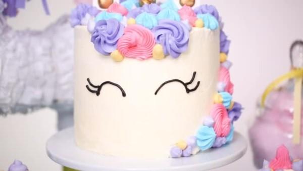 Close Unicorn Cake Little Girl Birthday Party — Stock Video