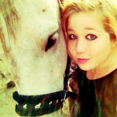 Ellie The Unicorn (@ellietheunic0rn)