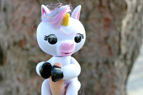 How To Play With Your Fingerlings Baby Unicorn From Wowwee