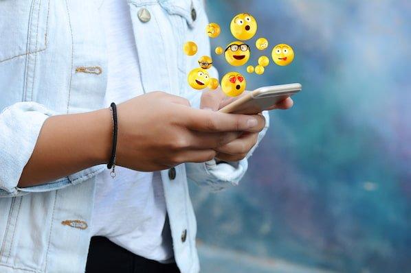 What Do Snapchat Emojis Mean  👻 😎